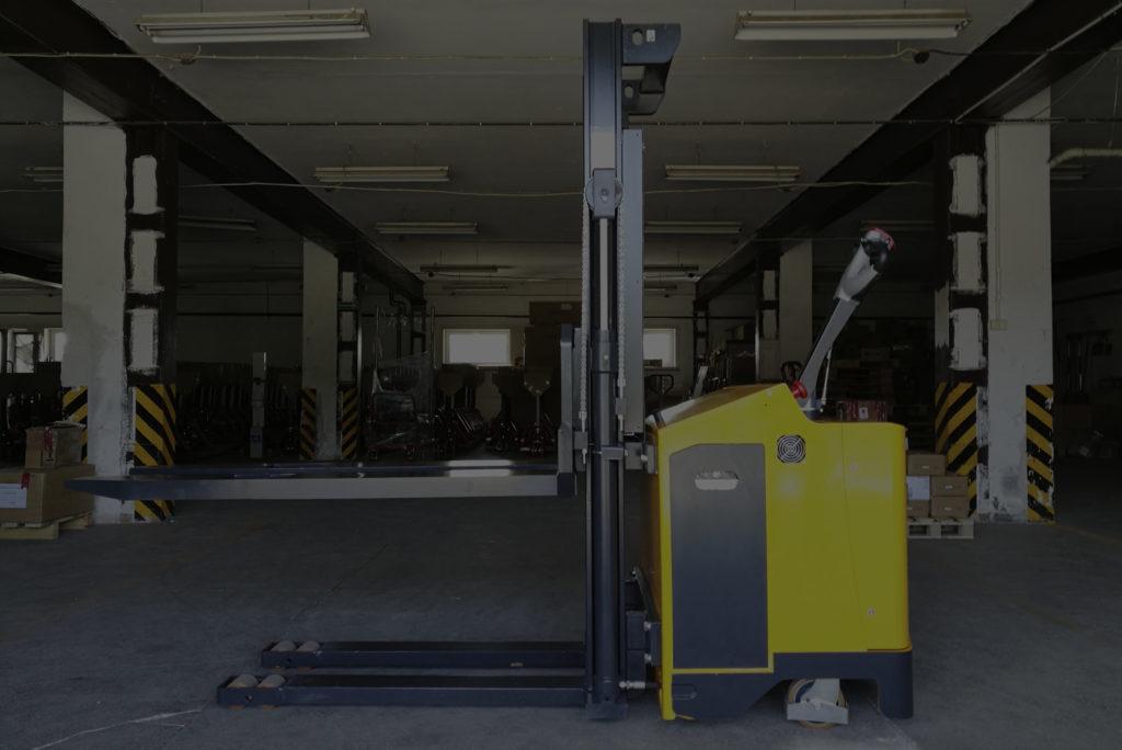 Urządzenia, które są niezastąpione w magazynach i halach produkcyjnych.